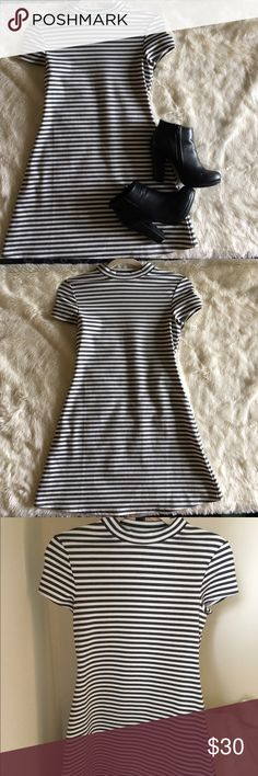 🕶Free People Striped Mini Dress🕶 This dress is super cute and comfy! I wore it out once or twice and it's just too cute to sit in my closet! I'll take measurements if you'd like but if you're an xs/s this should fit. It's got a super cute little flare out and got compliments when I wore it! As always comment to ask questions!! Free People Dresses Mini