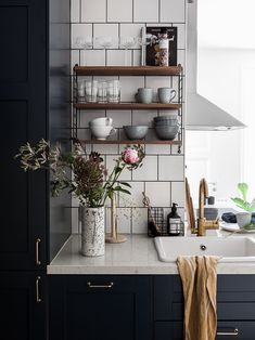 43 Nice Ideas For Modern Scandinavian Kitchen Ideas – Scandinavian 2020 Scandinavian Kitchen Tiles, Living Room Scandinavian, Scandinavian Modern, Boho Kitchen, Rustic Kitchen, Kitchen Dining, Kitchen Ideas, Kitchen Tables, Home Interior