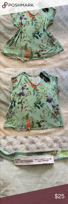 ZARA Floral Top Floral top in great used condition. No flaws. Size large. Zara Tops Tees - Short Sleeve