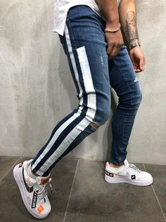 mens outfits that look cool Streetwear Jeans, Mode Man, Striped Jeans, Shoes With Jeans, Mens Clothing Styles, Men's Clothing, Stylish Men, Look Cool, Skinny Fit