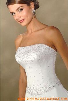 Robe simple en satin enjolivée de broderies robe de mariée avec traîne