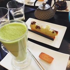 Delicious green tea latte with one piece of pistachio eclair. Wanted to try every single macaroons, eclairs and cakes here. Looks so yum and beautiful. #afternoon #tea #latte #eclairs #happyhour #patisseriemadeleine #stockbridgeedinburgh #stockbridge #edinburgh #scotland