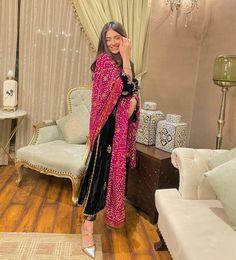 Beautiful Pakistani Dresses, Pakistani Dresses Casual, Pakistani Dress Design, Pakistani Bridal, Formal Dresses, Girls Fashion Clothes, Fashion Outfits, Clothes For Women, Kurti Designs Party Wear