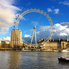 Pin for Later: The Ultimate Dating Bucket List Ride the London Eye