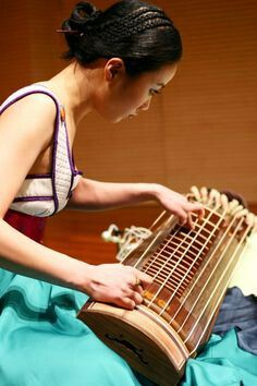 Gayageum,probably one of the most beautiful instruments.I definitely would love to learn how to play it! Music For You, Sound Of Music, World Music, Music Stuff, Ukulele, South Korea, Photos, Songs, Learning