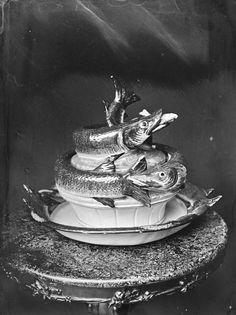[Skål med lokk dekorert med fisker] fra marcus.uib.no