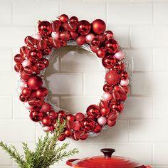 54 Festive Christmas Wreaths: Modern Christmas Wreath