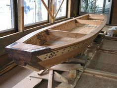 A tenmasen, a traditional Japanese cargo skiff propelled with a long sculling oar over the transom.