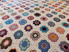 African Flower Square Blanket 2018 Crochet African Flowers, Square Blanket, Plaid, Quilts, Instagram Posts, African Flowers, Gingham, Quilt Sets, Log Cabin Quilts