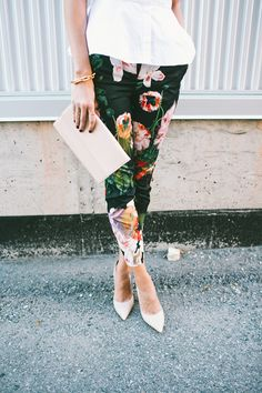 nude clutch & florals | www.LittleJStyle.com