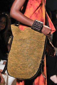 Michael Kors Spring 2012 Ready-to-Wear ,Michael kors outlet,Press picture link get it immediately! Fashion Bags, Fashion Accessories, Fashion Fashion, Runway Fashion, Fashion Trends, Ethno Style, Diy Sac, Crochet Purses, Crochet Bags