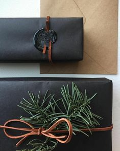 50 Unique Christmas Gift Wrapping: DIY Ideas - Karluci Add a special touch to presents this year with these easy 50 unique DIY gift wrapping ideas. Creative Christmas Gifts, Diy Holiday Gifts, Christmas Gift Wrapping, Perfect Christmas Gifts, Creative Gifts, Christmas Diy, Christmas Cards, Homemade Christmas, Christmas Christmas