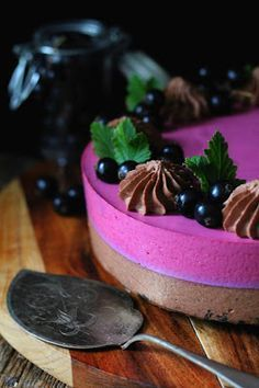 Kakkuviikarin vispailuja!: Mustaherukka-suklaamoussekakku Panna Cotta, Cheesecake, Food And Drink, Pudding, Ethnic Recipes, Desserts, Tailgate Desserts, Dulce De Leche, Deserts