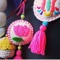 Embroidery Hearts, Flower Embroidery Designs, Simple Embroidery, Hand Embroidery, Felt Crafts, Diy Crafts, Mobiles, Crafts With Pictures, Lace Earrings