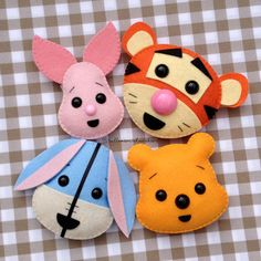Winny Pooh e i suoi amici in feltro e pannolenci.