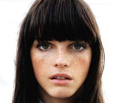 bangs and freckles. freckles and bangs. Hair Day, My Hair, Pretty Hairstyles, Braided Hairstyles, Style Hairstyle, Freckles Girl, Tattooed Freckles, Fake Freckles, Blunt Bangs
