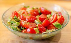 Leckerer Tomaten-Avocado-Salat, ein schönes Rezept aus der Kategorie Beilage. Bewertungen: 49. Durchschnitt: Ø 4,5.