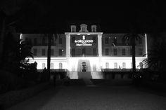 L'hôtel du Cap, qui accueillait la soirée De Grisogono Festival de Cannes 2014 http://www.vogue.fr/sorties/on-y-etait/diaporama/dans-les-coulisses-de-cannes-jour-7-festival-de-cannes-2014/18837/image/1002496#!l-039-hotel-du-cap-qui-accueillait-la-soiree-de-grisogono-festival-de-cannes-2014