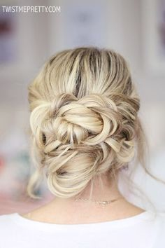 Follow the hop to see the tutorial!! Are you not in love with this hairstyle? I think my most favorite thing about the twisted crown braid tutorial it is it takes literally five seconds to do. Okay so
