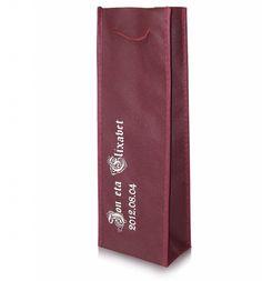Bolsas para bodas, perfectas para guardar una botella. Son personalizables con el nombre de los novios o el diseño que se quiera.
