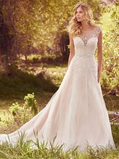 A very romantic wedding dress. Freesia by @MaggieSottero - isn't it beautiful?