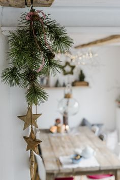 Christmas decoration and a quick DIY - Weihnachten Deko Decoration Christmas, Noel Christmas, Winter Christmas, Christmas Crafts, Christmas Ornaments, Holiday Decor, Christmas Ideas, Minimal Christmas, Natural Christmas