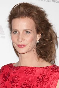 Rachel Griffiths wavy, side-swept hairstyle