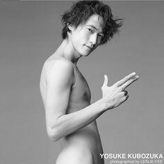"""数々の著名人たちの""""最も輝かしい瞬間""""を撮り収めてきた、フォトグラファーLESLIE KEE(レスリー・キー)さんをご存知ですか?彼のinstagramには日本のスーパースター達の写真が沢山投稿されているんです。赤西仁さん、斉藤工さん、向井理さん等セクシーすぎる男性俳優達の写真も必見です。"""