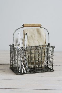 Vintage wire cutlery basket Decorator's Notebook www.decoratorsnotebook.co.uk