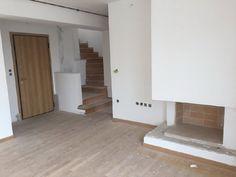 Πώληση Μεζονέτα Ιστορικό Κέντρο. ΦΙΛΟΠΑΠΠΟΥ: Μεζονέτα νεόδμητη 116τμ, 5ου - 6ου ορόφου, βεράντα με θέα, δρύινα πατώματα, 3 υ/δ master, μπάνιο, α/θ με φυσ Stairs, Real Estate, Home Decor, Ladders, Homemade Home Decor, Ladder, Real Estates, Staircases, Interior Design