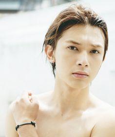 Ryo Yoshizawa(吉沢 亮)1st写真集「はじまり。」 Ryo Yoshizawa, Real Model, Thai Drama, Japanese Men, Actor Model, Good Looking Men, Asian Men, Beautiful Men, Blonde Hair