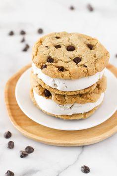 Sin Gluten, Vegan Gluten Free, Ice Cream Cookie Sandwich, Ice Cream Cookies, Gluten Free Cookies, No Bake Cookies, Dairy Free Vanilla Ice Cream, Perfect Chocolate Chip Cookies
