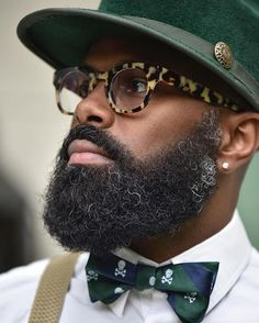 The beard of every man has to be properly maintained and he should groom it in order to look presentable. So, we shall discuss hot black men beard styles Men In Black, Hot Black Guys, Beard Styles For Men, Hair And Beard Styles, Hair Styles, Mode Hipster, Cooler Stil, Robert Downey Jr., Black Men Beards