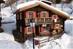 Dit gezellige vakantiehuis is gelegen tussen de prachtige bergen van Zwitserland in het plaatsje Wallis. Het vakantiehuis is beschikbaar voor maximaal vier personen. http://www.heerlijkehuisjes.nl/nl/vakantiehuizen-zwitserland