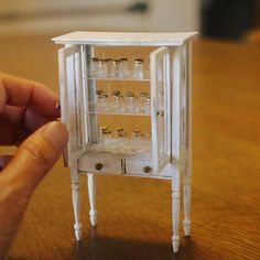 Miniature Jars Cabinet Dollhouse ♡ ♡ By Buhincafe Miniature Dollhouse Furniture, Miniature Houses, Diy Dollhouse, Miniature Dolls, Dollhouse Miniatures, Minis, Tiny World, Polymer Clay Projects, Barbie Furniture