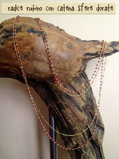 collana doppia con sfere dorate e rosario con radici di rubino