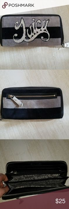 Juicy Couture wallet Juicy Couture wallet - gently used Juicy Couture Bags Wallets