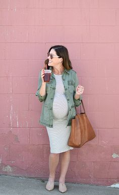 10 Cute Pregnancy Outfits to Keep You Stylish During Pregnancy In need of some style inspiration for your pregnancy? Conni of Art in the Find shares 10 cute maternity clothes and pregnancy outfits to stay stylish while pregnant! Cute Maternity Shirts, Casual Maternity Outfits, Maternity Work Clothes, Maternity Fashion Dresses, Summer Maternity Fashion, Stylish Maternity, Pregnancy Fashion, Pregnancy Clothes, Pregnancy Style
