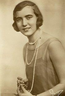 Frederik 9`s kone - Dronning Ingrid af Danmark (Ingrid Victoria Sofia Louisa Margareta; 28. marts 1910 – 7. november 2000.  Var en dansk dronning fra 1947 til 1972.