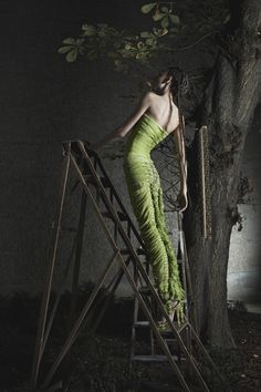 Giger's Goddess | Malgorzata Dudek x H.R. Giger Lookbook S/S 2012 | http://www.malgorzatadudek.com/EN/index.php/ss-2012