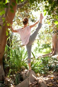 Alternative Move includes yoga pants, tops, sports bras, and bags made from flexible eco-conscious jersey and gauze fabrics.
