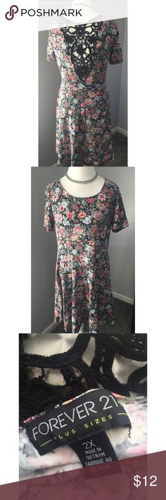 Forever 21 Laced Floral Dress😍💕 VERY CUTE Floral dress with black lace on the back ✨🔥💕🌸🌺🌺🌸 Forever 21 Dresses