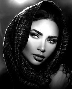 Face Photography, Photography Women, Black And White Portraits, Black And White Photography, Girl Face Tattoo, Arabian Women, Looks Black, Female Portrait, Woman Face