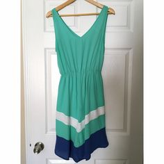 ⚡️SALE⚡️Mint Green Chevron Dress This is a knee-length mint green dress with a blur chevron stripe and a white chevron stripe near the hem. Looks very cute with a belt! Only worn four times, doesn't fit anymore. Can fit sizes 8-12. Comfy fabric with elastic band makes it accessible for many sizes :) in the photo, I am a size 10-12 with 34DD bra size and plenty of room to move. Francesca's Collections Dresses