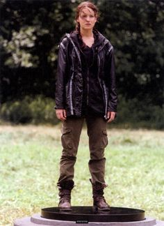 Jennifer Lawrence as Katniss Everdeen in the Hunger Games The Hunger Games, Hunger Games Outfits, Hunger Games Costume, Hunger Games Mockingjay, Hunger Games Catching Fire, Hunger Games Trilogy, Katniss Everdeen, Miranda Priestly, Suzanne Collins