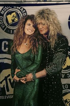 David Coverdale (Whitesnake) and Tawny Kitaen at the 1987 MTV music video awards. Tawny Kitaen, David Coverdale, Estilo Rock, Mtv Video Music Award, Rockn Roll, Celebrity Couples, 80s Fashion, Music Bands, Music Is Life