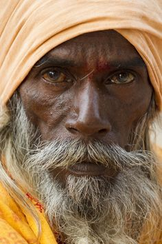 HOLY DEVOTEE Varanasi, India Old Faces, Many Faces, Character Portraits, Character Art, Old Man Portrait, National Geographic Photo Contest, Varanasi, Man Photography, Interesting Faces