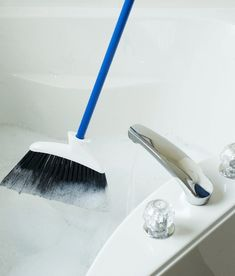 Гениальный трюк в быстрой чистке ванной