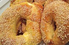 Αφράτα τυροκούλουρα με φέτα και γιαούρτι, ιδανικά για κολατσιό. Bread Art, Greek Desserts, Bagel, Feta, Health Fitness, Food And Drink, Tasty, Lunch, Snacks