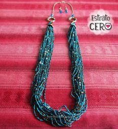 collar largo azul turquesa